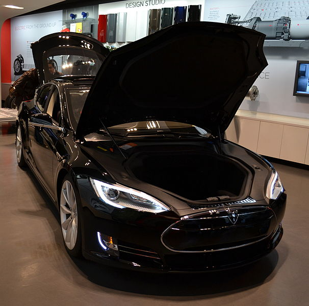 606px-Tesla_Model_S_with_hood_up