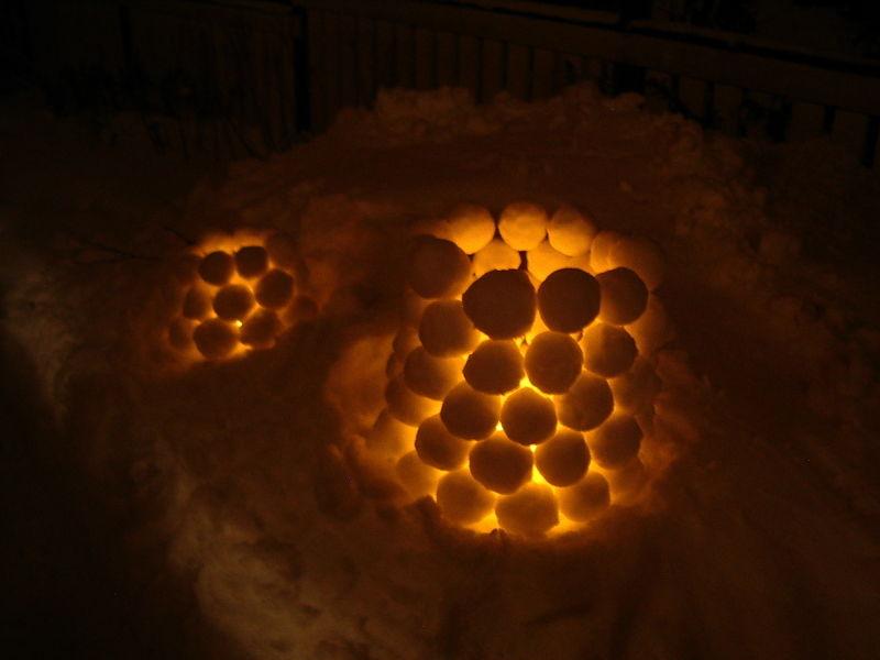 800px-Snow_lanterns